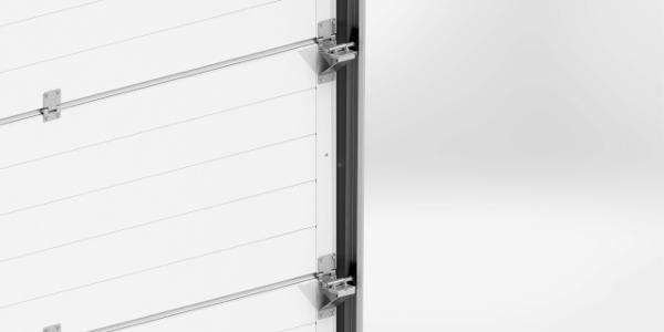 Als einer der wenigen Hersteller auf dem Markt lackieren wir die seitlichen Beschläge auf der Innenseite des Tores in einer Farbe, die auf die Farbe der Paneele abgestimmt ist.